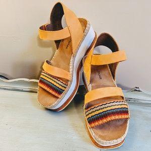 "DONALD PLINER ""Anie"" Rainbow Flatform Sandal 7 US"